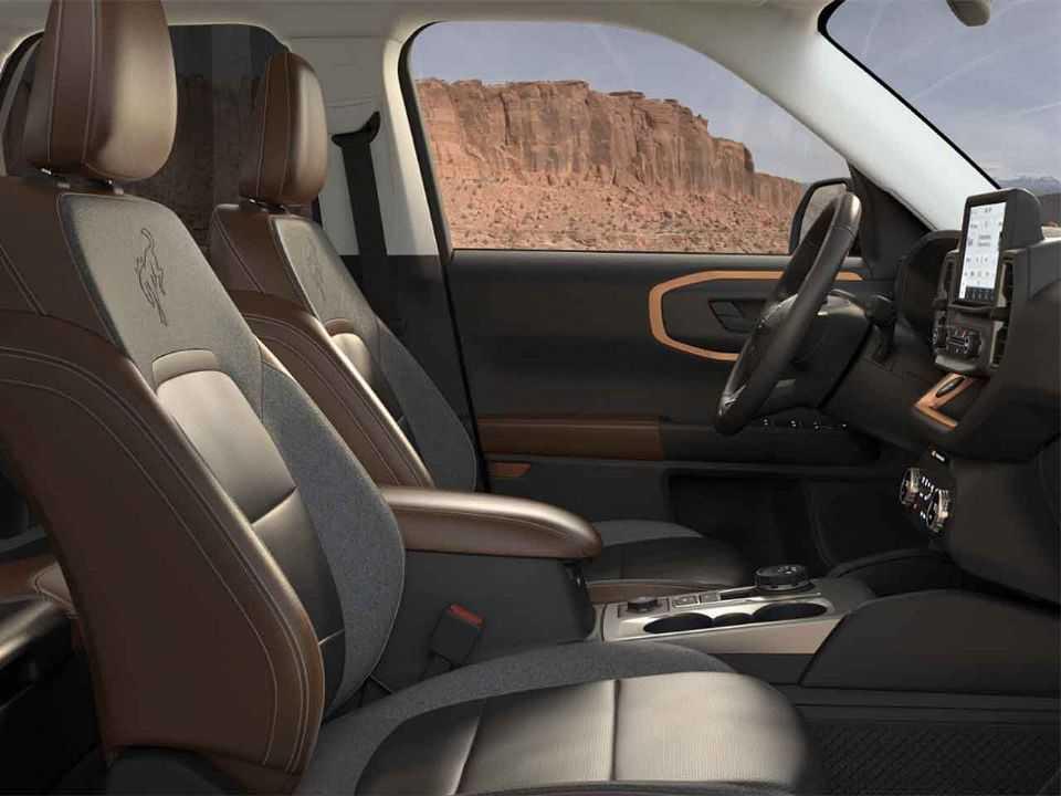 Detalhe do interior com revestimento de couro no Bronco Sport Outer Banks