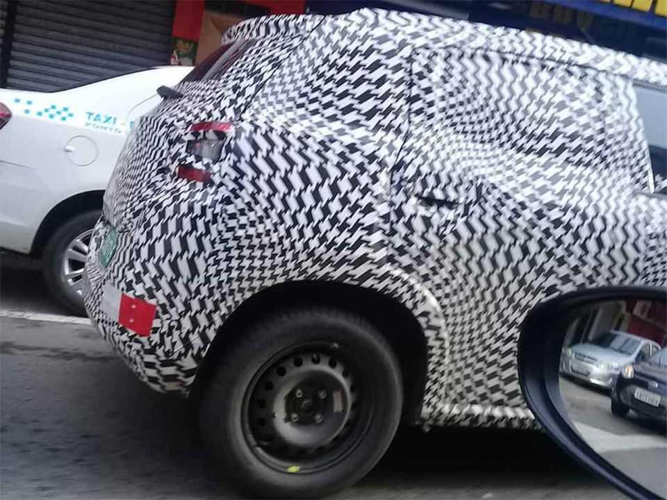 Flagra da nova família de compactos da Citroën em teste no Brasil