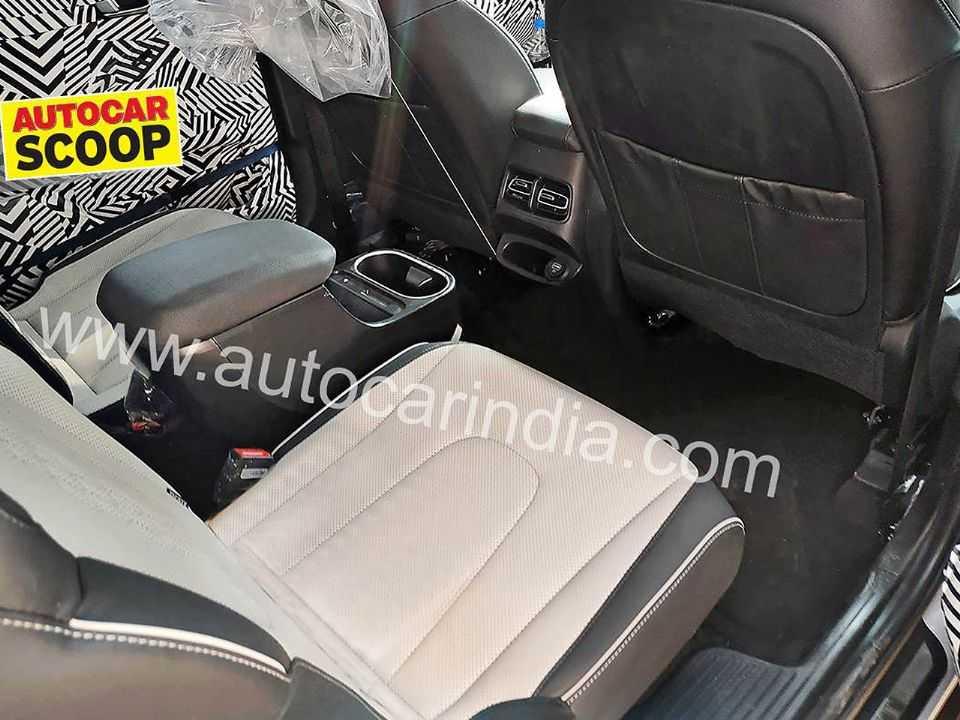 Flagra sinaliza amplo espaço interno no futuro Hyundai Alcazar