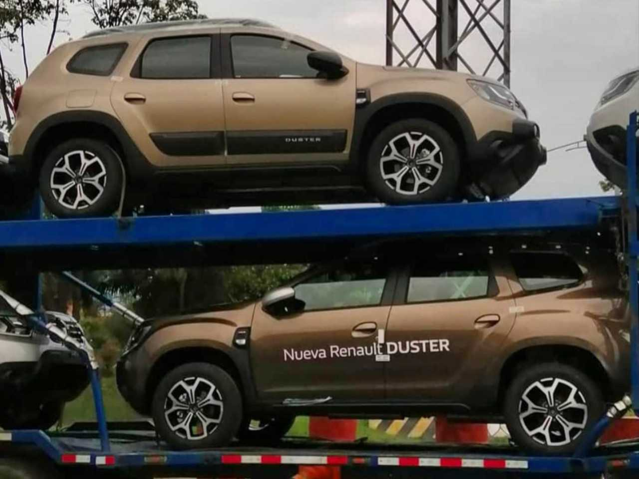 Flagra mostra o novo Renault Duster turbo saindo da fábrica na Colômbia
