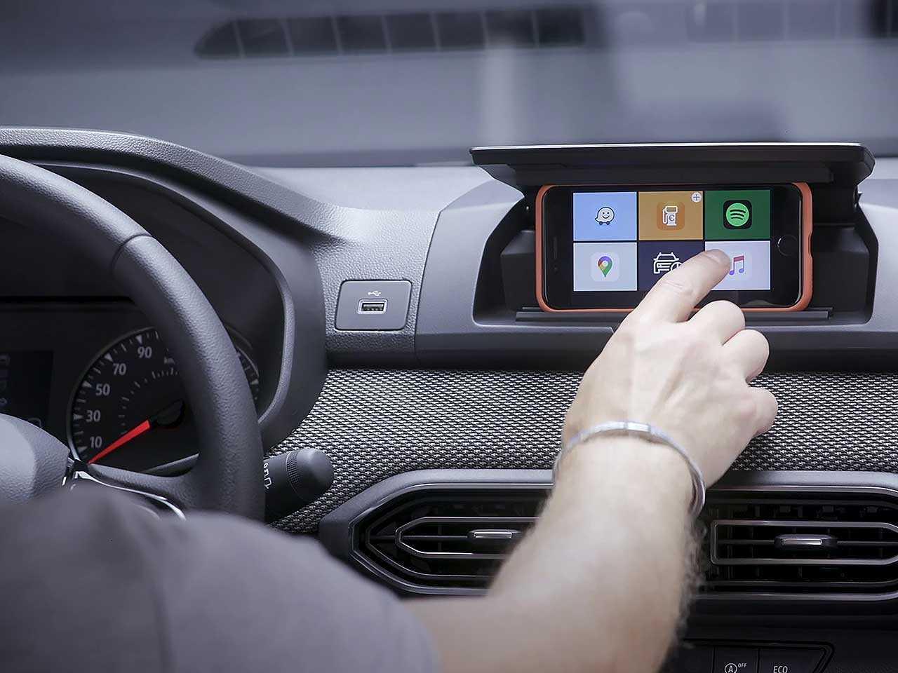 Por meio do Dacia Media Control, smartphone serve como uma alternativa para a central multimídia