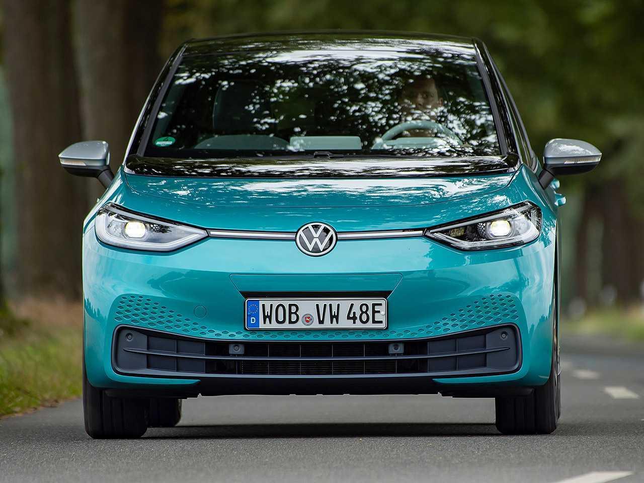 Acima o VW ID.3, atual elétrico de entrada da marca alemã