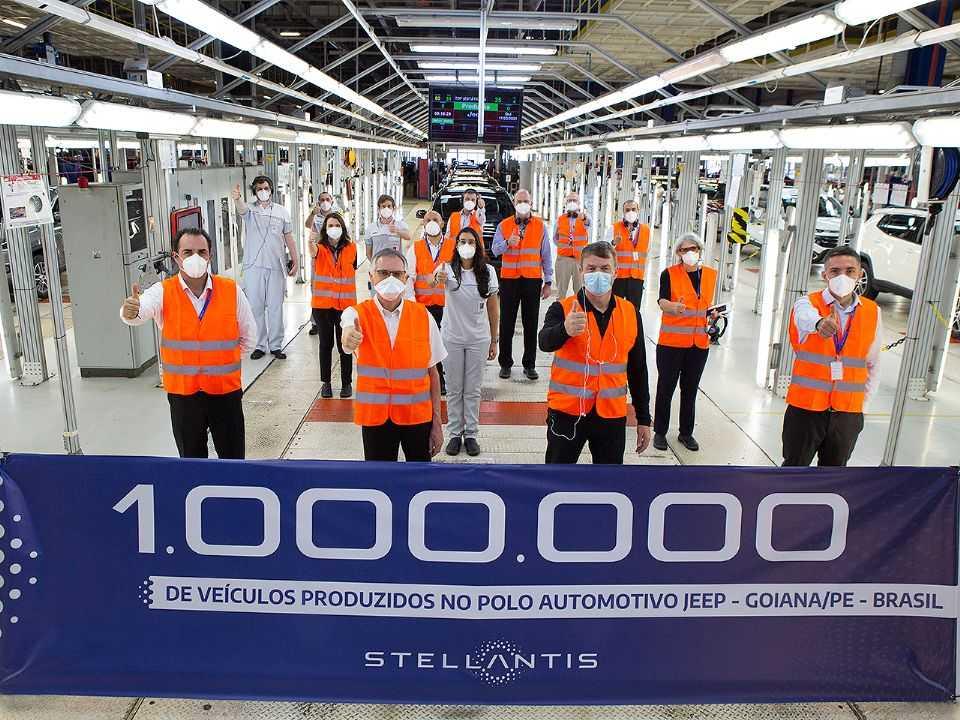 CEO mundial da Stellantis, Carlos Tavares, celebra marca de 1 milhão de veículos produzidos em Goiana (PE)