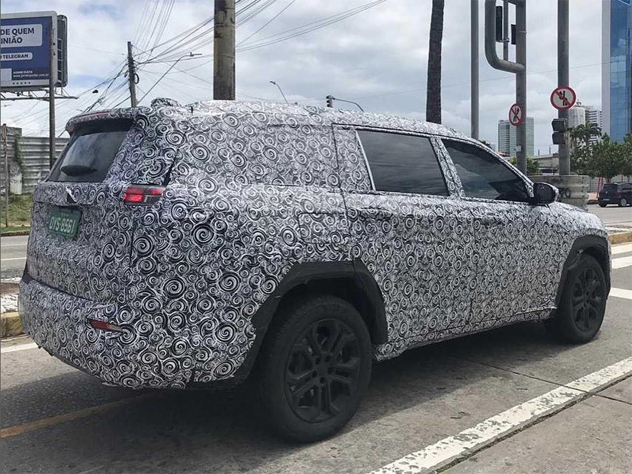 Flagra do inédito SUV 7 lugares da Jeep