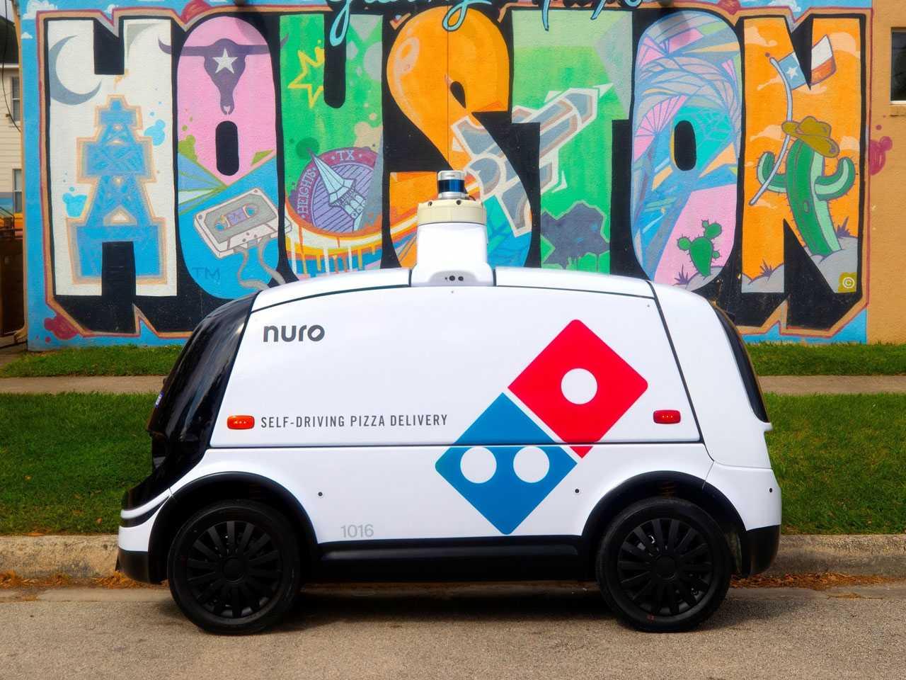 O Nuro R2, veículo autônomo que faz entregas para a Dominos Pizza nos EUA
