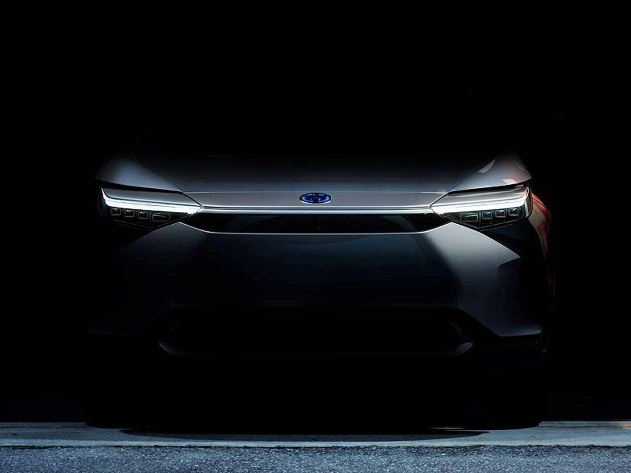 A frente do inédito SUV 100 elétrico da Toyota