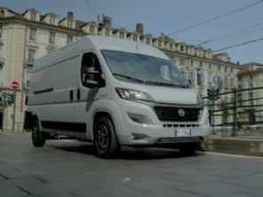 Agora elétricas e recheadas de tecnologia: Fiat e Mercedes antecipam as vans do futuro