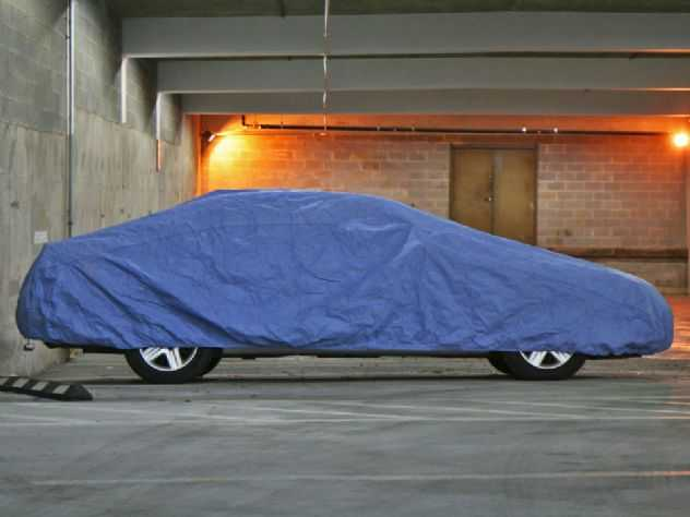 Carro parado na garagem também precisa de cuidados