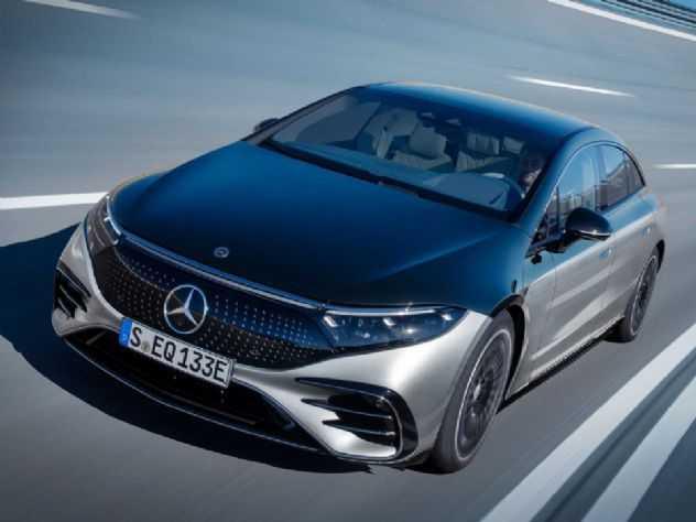 Sedã elétrico da Mercedes pode rodar sozinho e traz painel do tamanho de uma TV