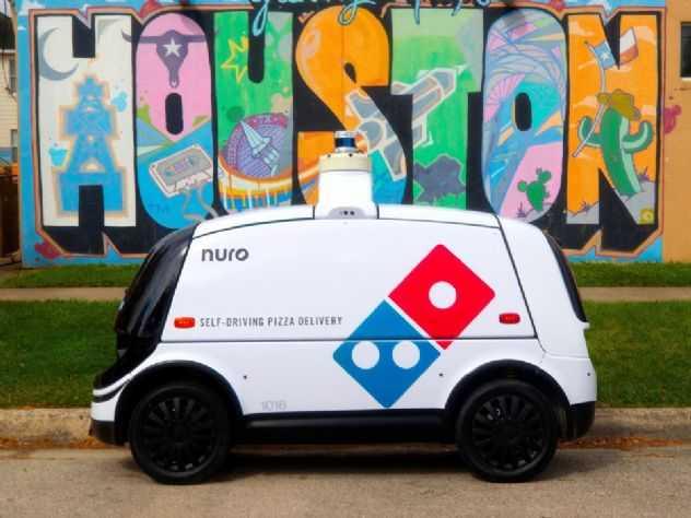 Veículo-robô estreia como entregador de pizza nos EUA