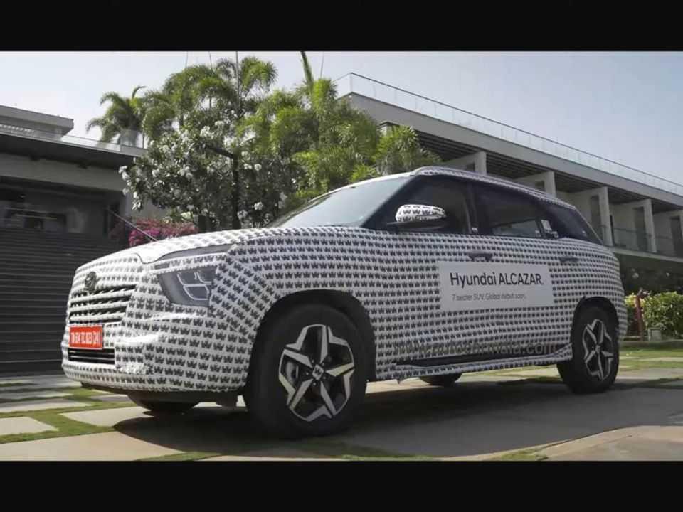 Unidade do Hyundai Alcazar flagrada com leve camuflagem na Índia