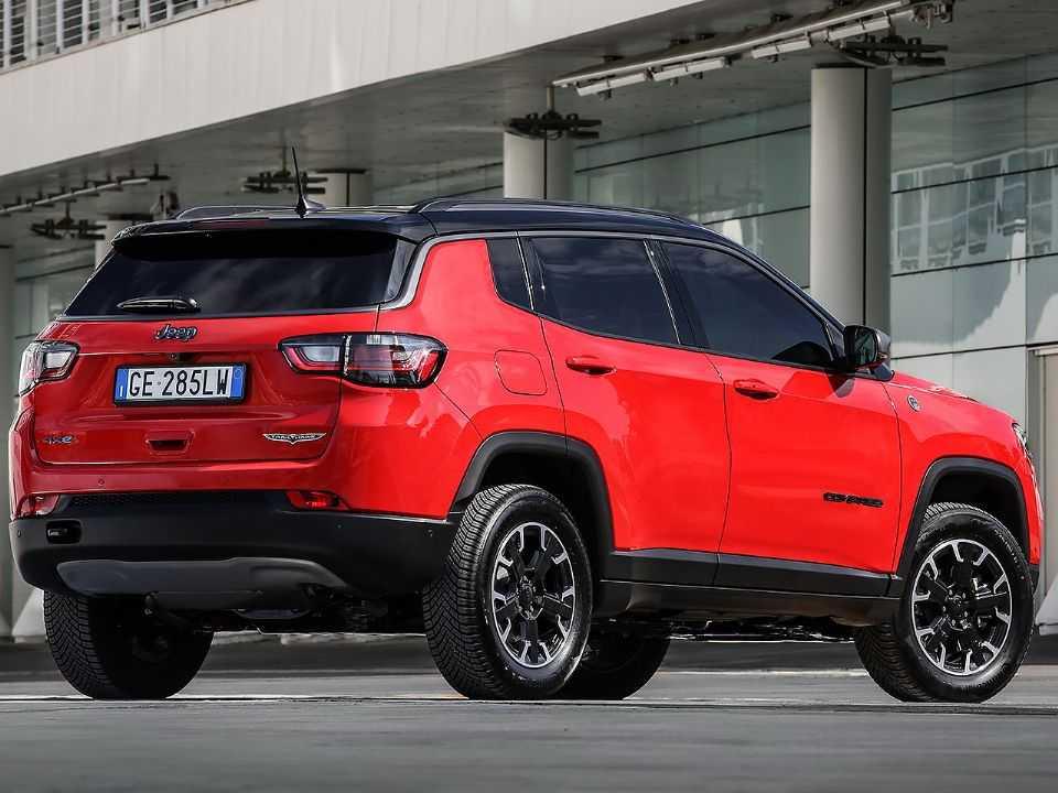 Facelift do Jeep Compass para a Europa: mudanças discretas na traseira englobam em especial as lanternas