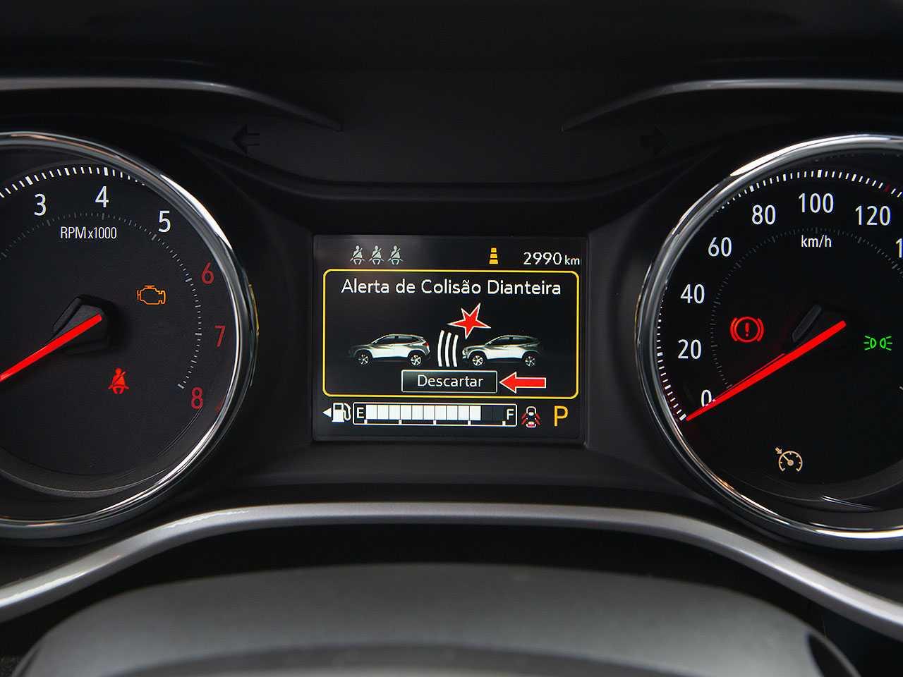 Alerta de colisão com frenagem autônoma já é oferecida em muitos compactos