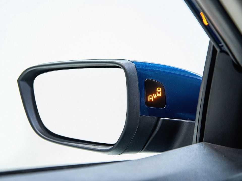 Detalhe do monitoramento de pontos cegos presente na gama Chevrolet Onix
