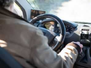 Recomendação de carro na faixa de R$ 65 mil para casal acima de 60 anos
