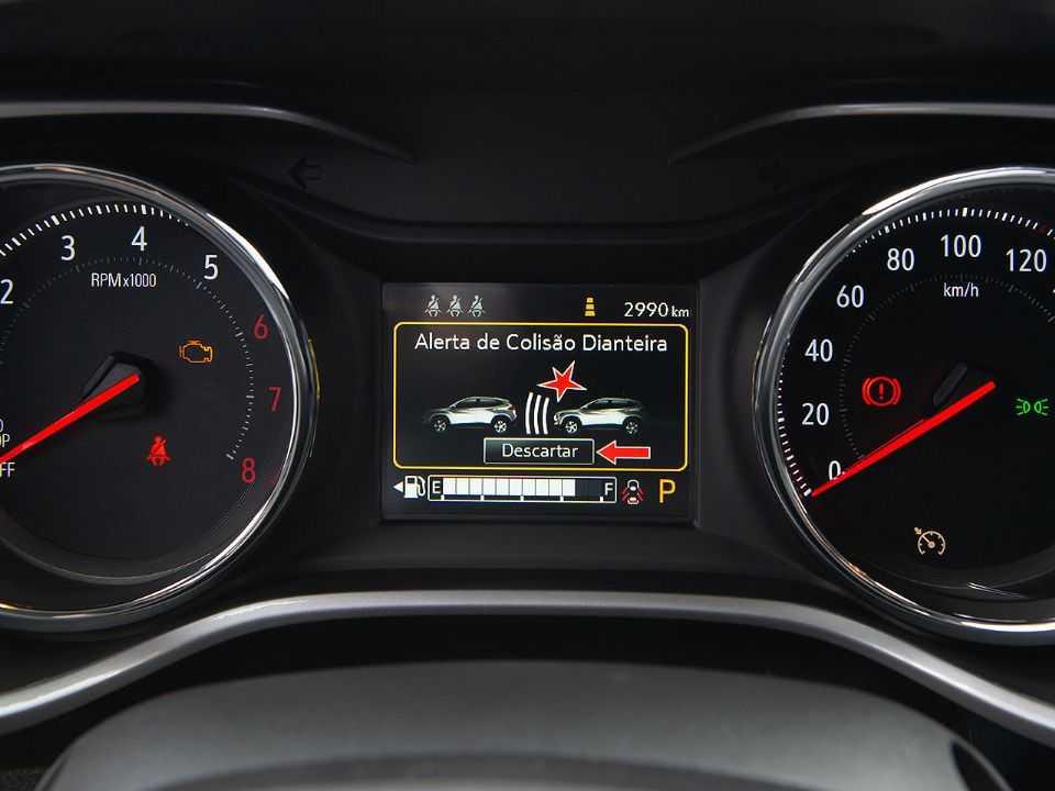 Alerta de colisão com frenagem autônoma de emergência está presente no Chevrolet Tracker Premier