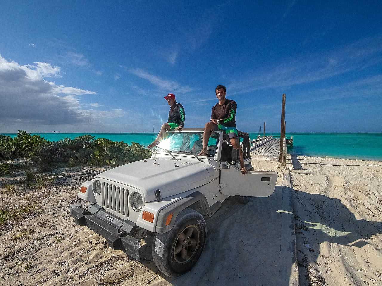 Veículo na praia exige alguns cuidados adicionais de manutenção