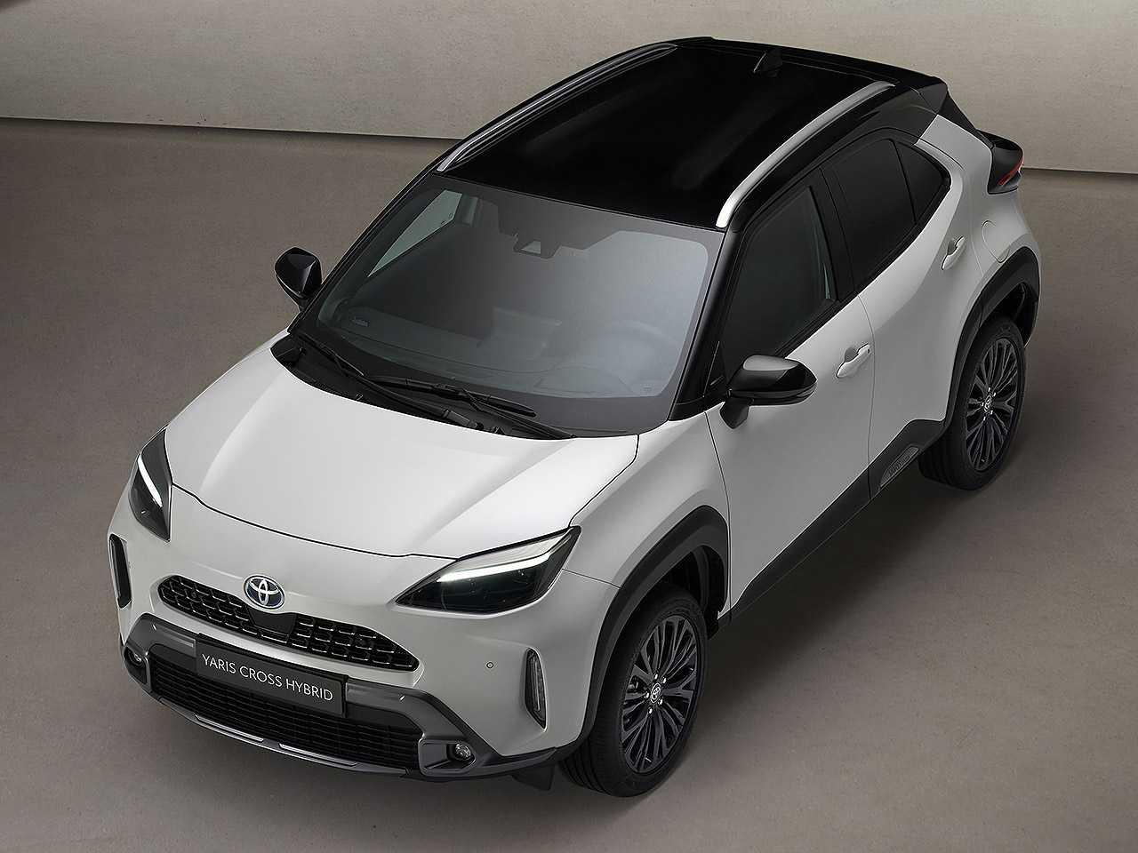 Acima o Toyota Yaris Cross em sua configuração Adventure