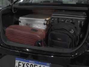 Sedã econômico, com porta-malas grande e baixo custo de manutenção