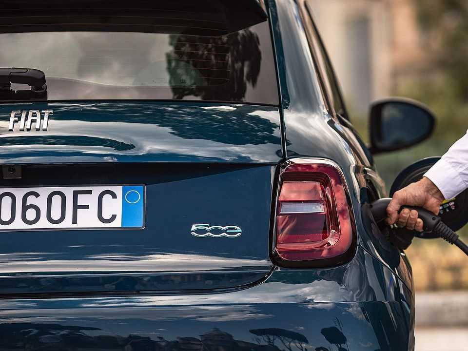 Fiat 500 elétrico: compacto foi flagrado em testes no Brasil e deverá chegar ao país