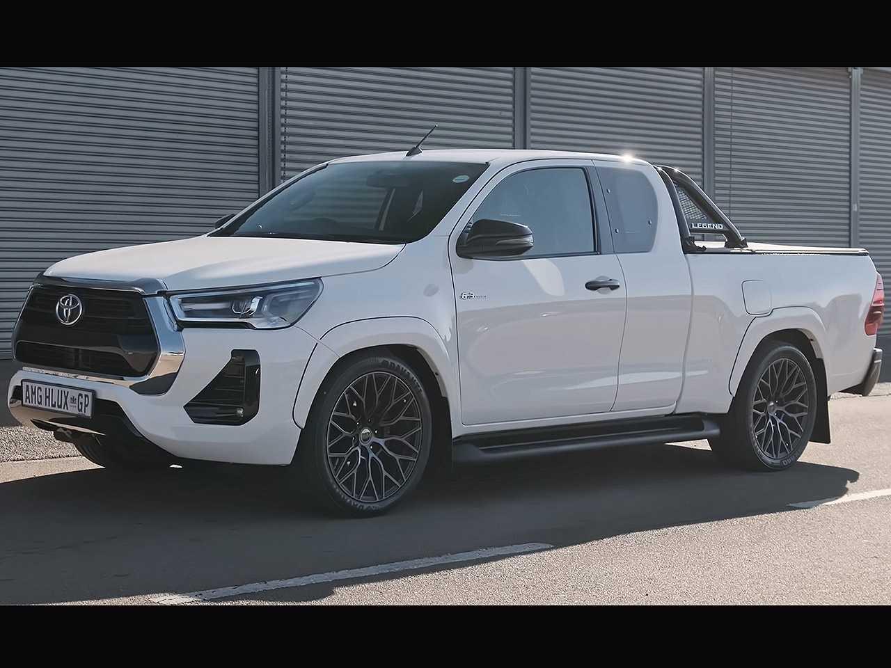 Acima a Hilux com motor V8 criada por empresário sul-africano