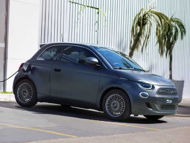 Com preço de R$ 240 mil, Fiat 500 elétrico estreia no Brasil