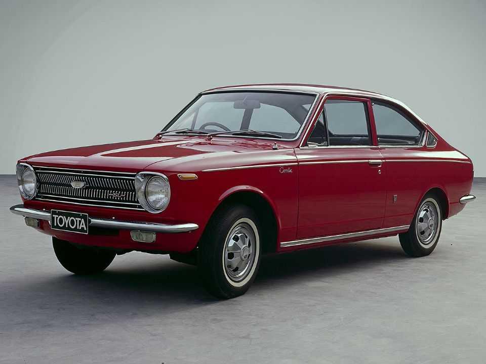 Acima a primeira geração do Toyota Corolla, comercializada entre 1966 e 1970