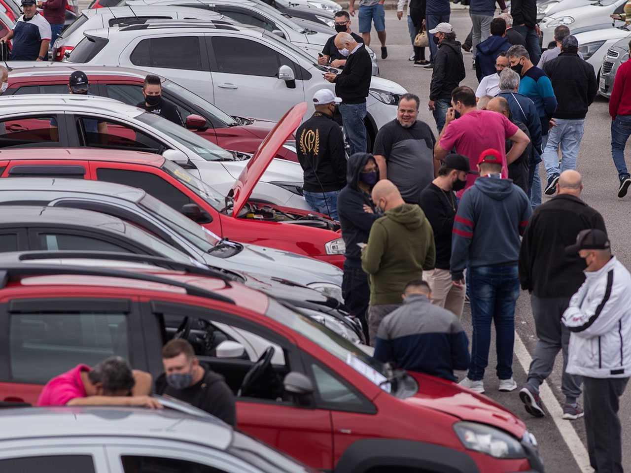 A cada carro 0 km vendido, 6,8 usados foram negociados no país