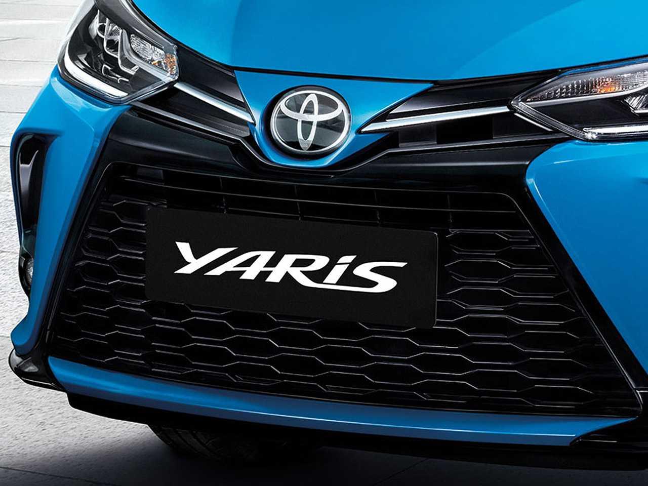 Acima detalhe do Toyota Yaris comercializado na Ásia