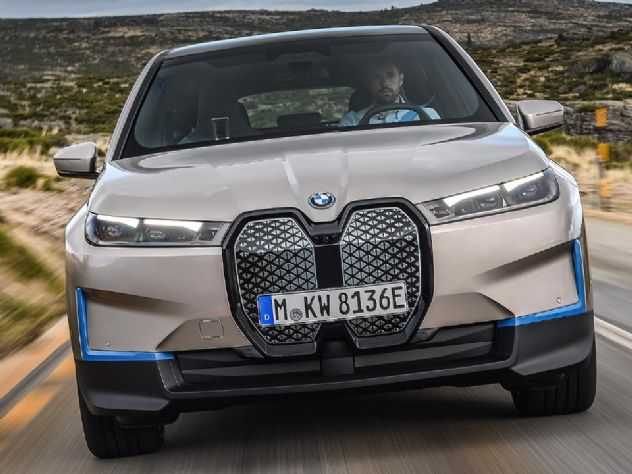 BMW confirma lançamento dos elétricos i4 e iX no Brasil