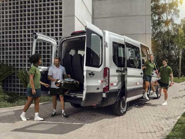 Com 5 versões e alta tecnologia, nova Ford Transit é lançada no Brasil
