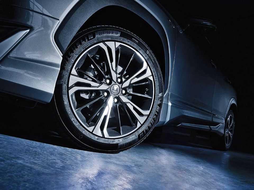 O Corolla Cross Modellista usa rodas de aro 18 exclusivas