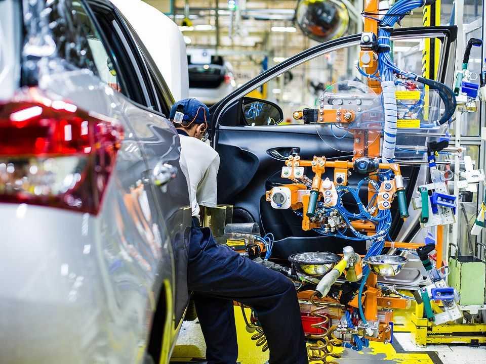 Detalhe do Toyota Yaris em produção na linha de montagem de Sorocaba (SP)
